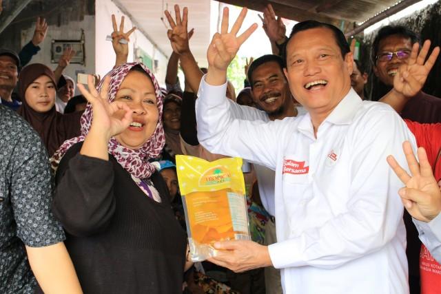Drs.H.Adang Daradjatunselaku kader PKS memberikan sambutan dihadapan kader dan warga Kelurahan Duri Kosambi RW 03 Kecamatan Cengkareng. Ratih