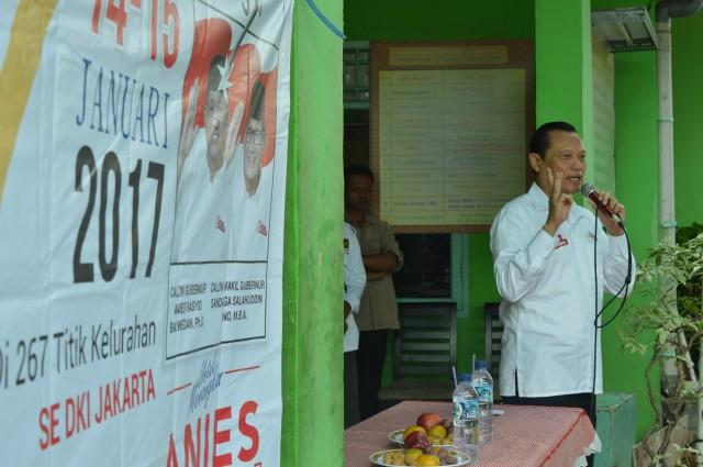 Sambutan oleh Pak Adang Darojatun DPR RI Fraksi PKS dihadapan warga RW 016 Semper Barat ikut serta pelayanan kesehatan dan baksos. Nursiy