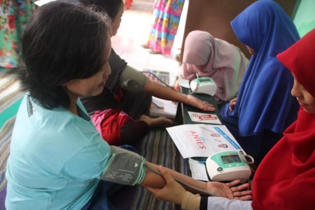 pemeriksaan kesehatan di Cipinang Muara. Slamet