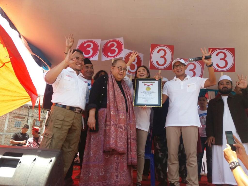 Sandiaga Mendapatkan Rekor Dunia 1000 Titik Blusukan