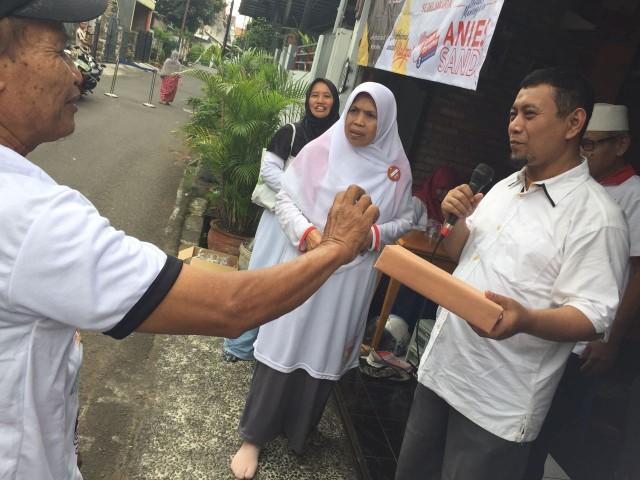 Anggota DPRD PKS Ust. Ahmad Yani sosialisasikan Anies Sandi di RW 05 Kelurahan Cikoko , Kecamatan Pancoran Jakarta Selatan. Aries