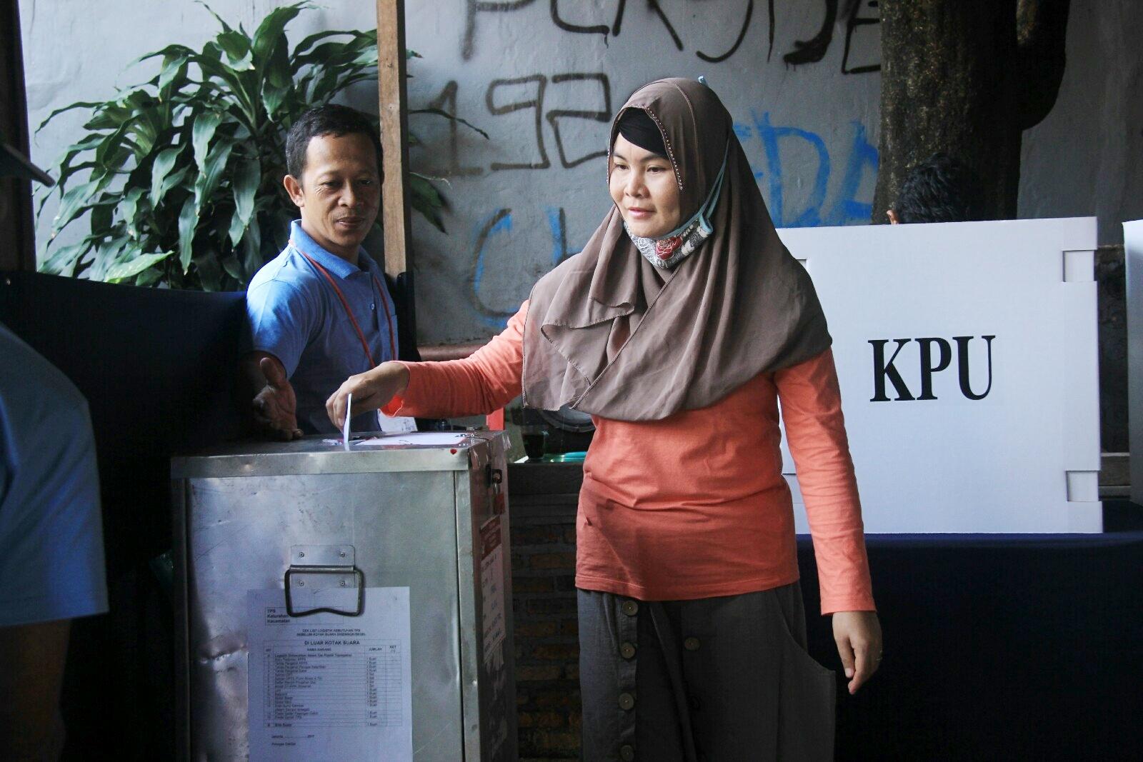 FOTO – Euforia Warga Pada Pencoblosan PILKADA DKI Jakarta