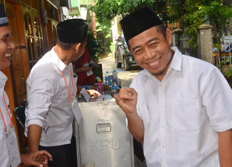 FOTO – Wakil Ketua DPTW PKS Khoirudin Menyoblos di TPS 41 Cilandak Barat