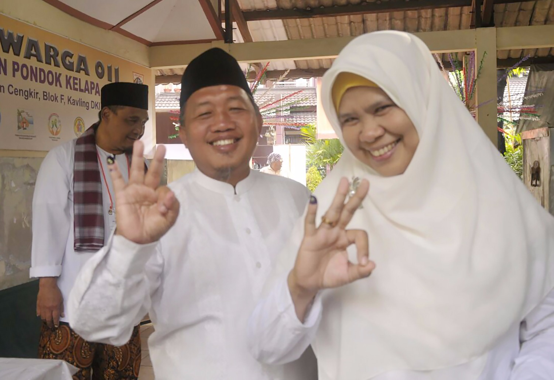 FOTO – Abdurrahman Suhaimi Melakukan Pencoblosan di Pondok Kelapa