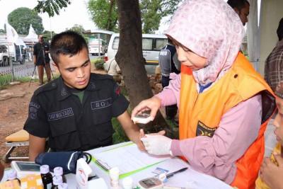 FOTO –  Fasilitas Medis Posko Mudik Jaktim Dimanfaatkan oleh Petugas Security