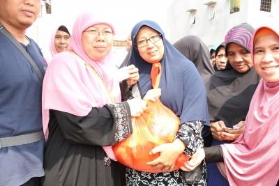 Penyuluhan  Kesehatan Dan Bazar Sembako Murah oleh RKI Kembangan Jakbar_04062017 (13)