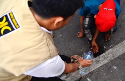 FOTO – Pemudik: Terima Kasih PKS, Sekarang Saya Bisa Berjalan Kembali