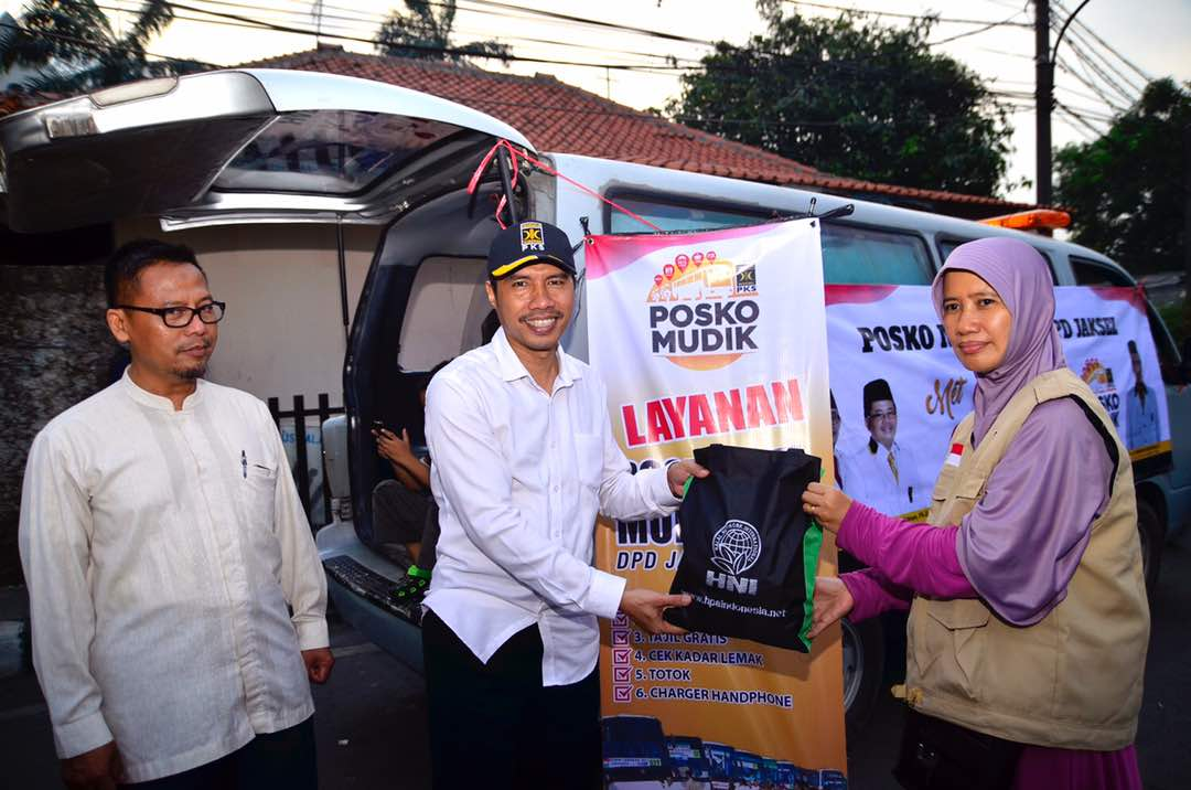 FOTO – Sakhir Purnomo Kunjungi Posko Mudik Mobile PKS JakSel