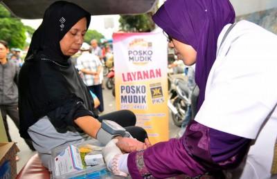 FOTO – Banyak Pemudik Kunjungi Posko Mudik PKS Jakarta Selatan