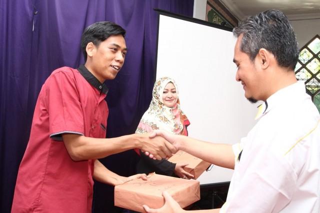 Pemenang lomba dart di HBH PKS Cipayung